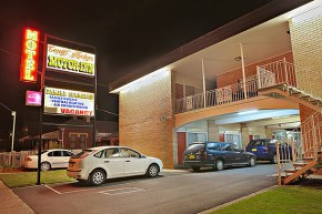 Country Lodge Motor Inn has 33 rooms with a range of configuration to suite difference needs.